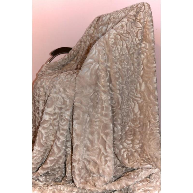 Меховой плед стриженный из искусственного меха. Розы